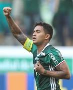 O jogador Dudu, da SE Palmeiras, comemora seu gol contra a equipe do Botafogo FR, durante partida válida pela trigésima sexta rodada, do Campeonato Brasileiro, Série A, na Arena Allianz Parque.